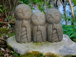 Praying Figures - Kamakura